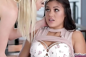 Kendra is stunned as Chloe kissed her