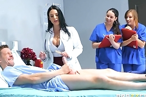 Pulchritudinous doctor teaches interns to intrigue b passion fro a hardcore way