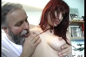 Tyro babe lets an grandpapa penetrate her cuchy
